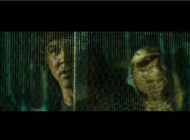Ejemplo de un videoclip durante el cual aparece la publicidad de un nuevo film. El usuario haciendo clic accede al thriller después del cual regresa al reproductor en la posición del contenido donde habia abandonado el visionado.